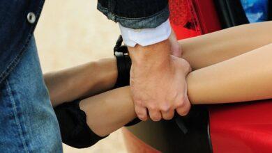 Photo of В машині знайшли наручники: як розслідують зґвалтування дівчини-сироти в Одесі