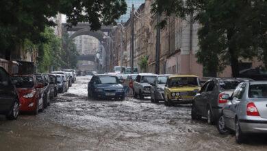Photo of Водоспад на вулиці і фонтани з люків: Одесу накрила сильна злива