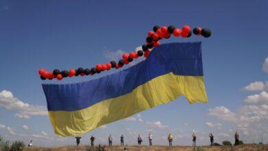 Photo of Активісти запустили у небо над окупованим Кримом 25-метровий український прапор