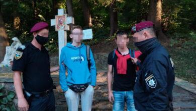 Photo of Поліцейські затримали 18-річного львів'янина з 50 пакетиками наркотиків