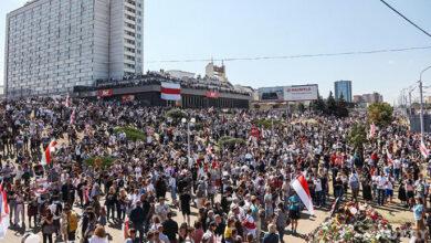Photo of Десятки тисяч людей зібралися у Мінську на місці загибелі активіста