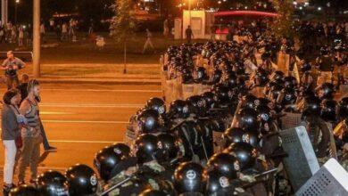 Photo of Гаряча ніч у Білорусі: масові сутички пікетувальників з правоохоронцями