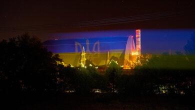 Photo of Український прапор засяяв в Чорнобилі на найбільшій рухомій споруді світу