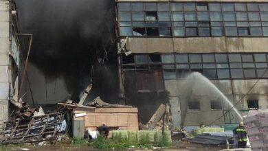 Photo of У Чернігові горять склади: внаслідок пожежі обвалилася стіна