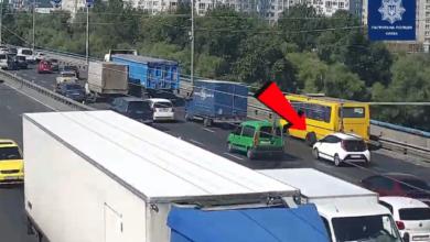 Photo of У Києві у маршрутки під час руху відпала задня вісь з колесами – відео інциденту