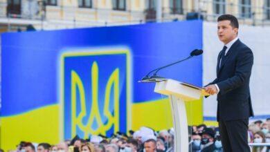 Photo of Володимир Зеленський: «Може годі змагатися в тому, хто більше любить неньку Україну? Вона мріє, щоб ми були єдині та згуртовані»