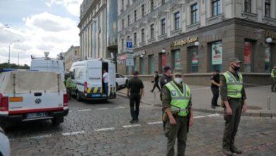 Photo of У центрі Києва чоловік погрожує підірвати відділення банку