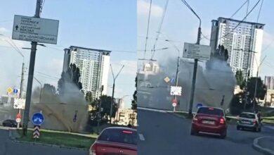 """Photo of У Києві знову прорвало трубу – з-під землі """"виріс"""" 5-метровий фонтан"""