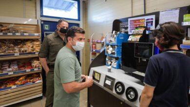Photo of Зайшов купити каву і солодощі: Зеленський відвідав супермаркет у Бахмуті