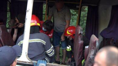 Photo of На Хмельниччині рейсовий автобус зіткнувся з Tesla – вісім постраждалих