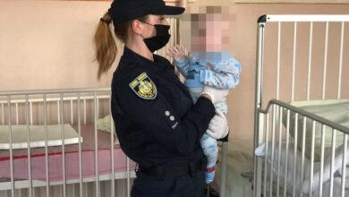 Photo of П'яна матір лежала на тротуарі біля візочка з немовлям. Небайдужі викликали поліцію