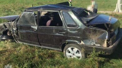 Photo of Поблизу Львова водій ВАЗу «під кайфом» злетів з дороги і перекинувся на авто