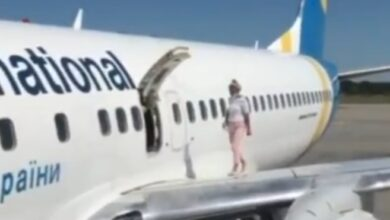 Photo of У «Борисполі» пасажирка вирішила пройтися по крилу літака