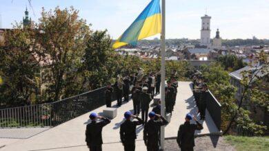 Photo of Військові підняли національний стяг на Меморіалі Героїв НебесноїСотні