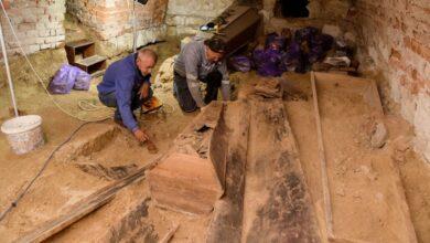Photo of Археологи досліджують давні крипти у храмі XVII століття в Комарно
