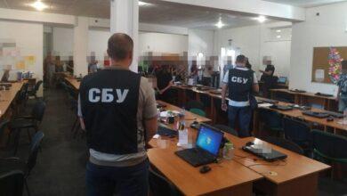 Photo of У Мелітополі викрили банду, яка щомісяця викрадала мільйони з рахунків українців