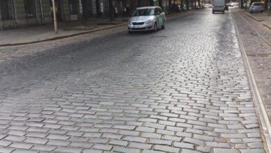 Photo of Львів'ян закликають не дати розікрасти автентичну бруківку із вулиці Степана Бандери