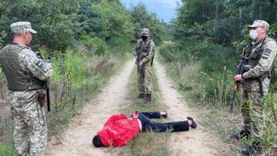 Photo of Поблизу «Краківця» пострілами затримували чоловіка, що з ножем напав на прикордонника
