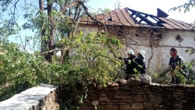 Photo of Повалені дерева і пошкоджені будинки: відео смурчу на Херсонщині