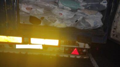 Photo of У ПП «Рава-Руська» водій вантажівки намагався приховати від митників тонну одягу