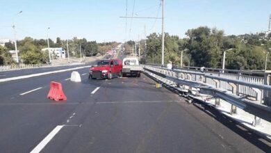 Photo of У Харкові на мосту п'яний водій збив дорожніх працівників