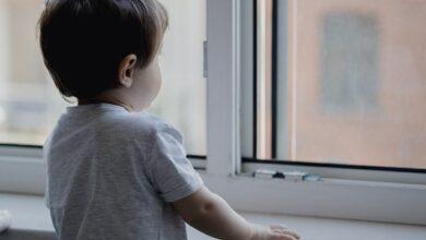 Photo of У Хмельницькому дворічний хлопчик випав з вікна дитсадку – дитина в реанімації