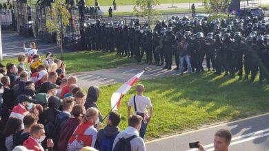 Photo of Протестувальники в Мінську йдуть до котеджів чиновників, силовики стріляли у повітря