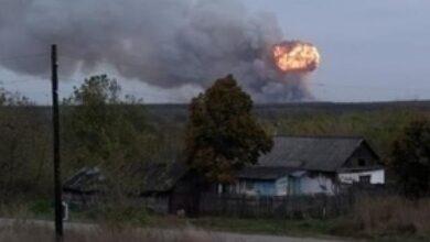 Photo of Вибухи кожні 10 секунд, вогонь видно за кілометри: у Росії горять військові склади