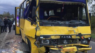 Photo of Аварія за участі двох маршруток на Пустомитівщині: 10 пасажирів отримали травми