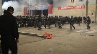 Photo of Протестувальники у Бішкеку кидають коктейлі Молотова у силовиків