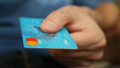 Photo of У Краматорську двоє поліцейських забрали картку померлого та витрачали з неї гроші