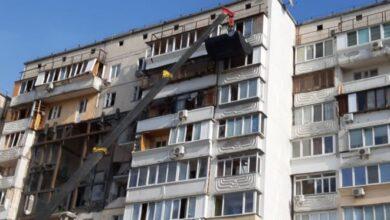 Photo of Вибух на Позняках: рятувальники повертають речі постраждалим