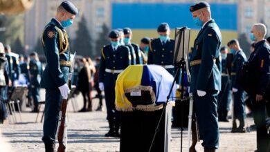 Photo of Зеленський посмертно нагородив курсантів та екіпаж Ан-26 медалями За військову службу