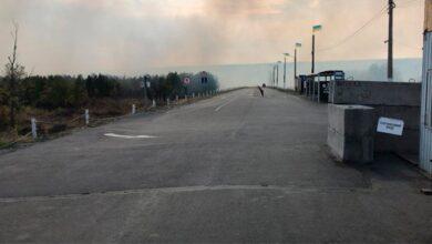 Photo of Детонують боєприпаси: Станицю Луганську закрили через пожежі на Луганщині