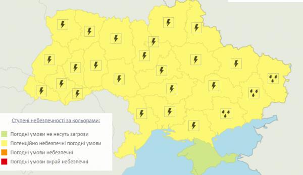 Грози, місцями град, і сильний вітер: В Україні оголошено штормове попередження